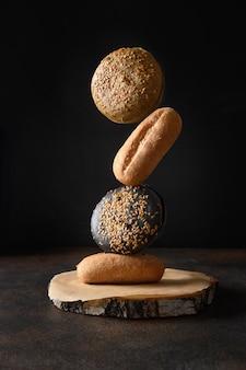 Evenwichtige samenstelling van gezond glutenvrij brood met boekweithoutskool en spirulina