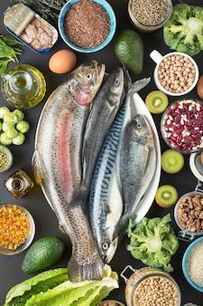 Evenwichtige voeding dieet groenten zeevruchten - bronnen van antioxidanten, vitamine e, omega 3, omega 6