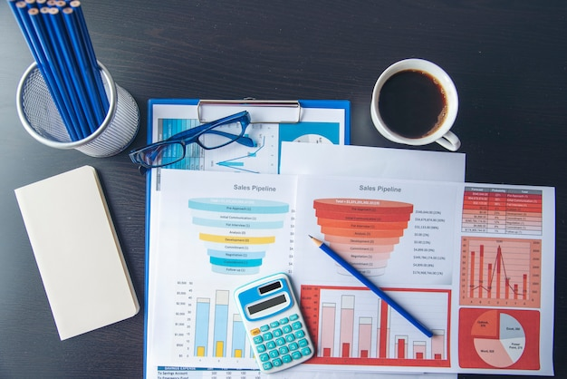 Excel stat spreadsheet bedrijfsrapport met grafiek en grafiek op tafel