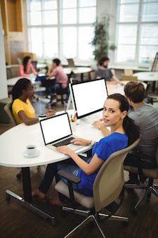 Executive communicatie samen moderne werkplek