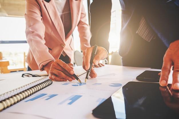 Executive teamwork accountant mensen zakenvrouw groep