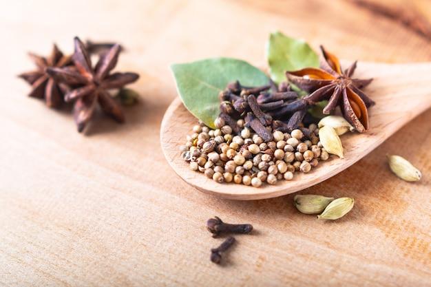 Exotische kruidenvoeding concept mix van de biologische kruiden