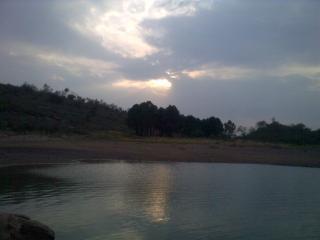 Exotische uitzicht in backend van rawal dam