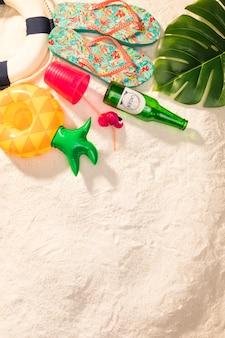 Exotische zomervakantie items op het strand