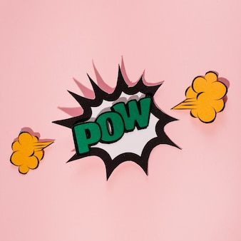 Explodeer toespraakbel met groene pow-tekst tegen roze achtergrond