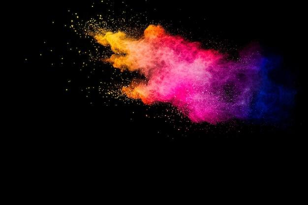 Explosie van veelkleurig poeder