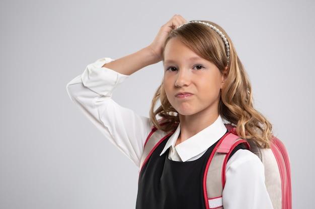 Expressief portret van een mooi jong meisje