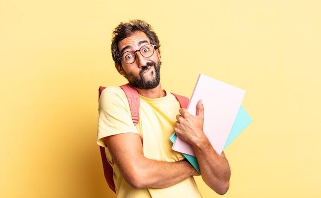 Expressieve gekke man die zijn schouders ophaalt, zich verward en onzeker voelt. volwassen student concept