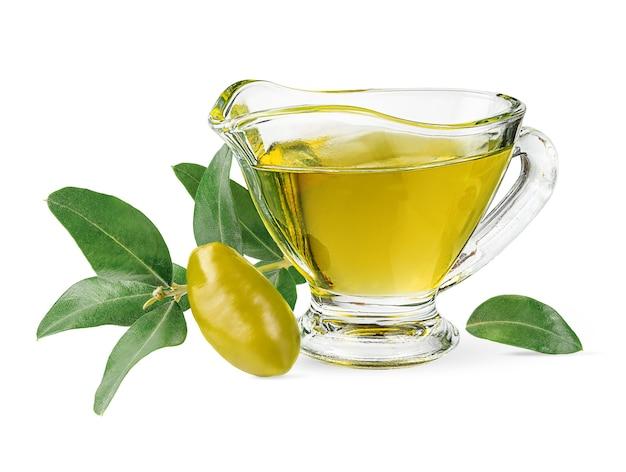 Extra vierge olijfolie pot en groene tak geïsoleerd op een witte achtergrond met uitknippad.