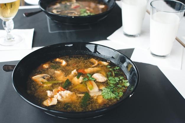 Extreem pittige thaise soep