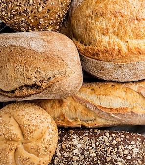 Extreme close-uphelften van brood