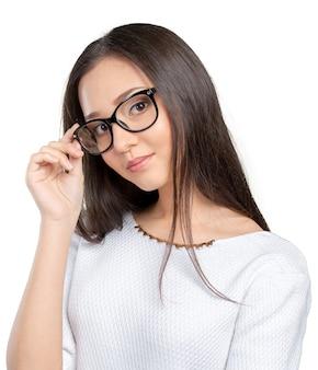 Eyewear de vrouwen gelukkig portret die van glazen camera bekijken