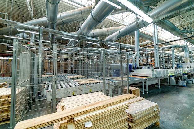 Fabriekssamenstelling met lopende band.
