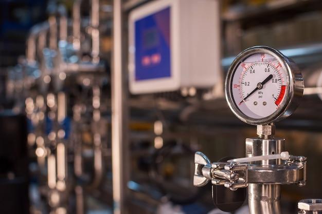 Faciliteit voor farmaceutische apparatuur voor het reinigen en behandelen van waterbereiding
