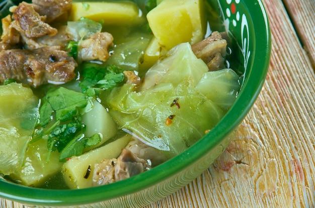 Fah - fah - soupe soupe djiboutienne. klassiek gerecht typisch gemaakt van geitenvlees met groenten en groene pepers