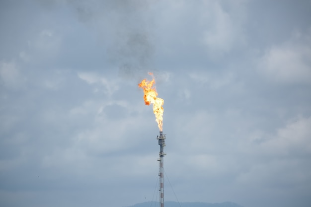Fakkel van vuur in een toren