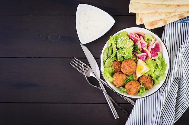 Falafel en verse groenten