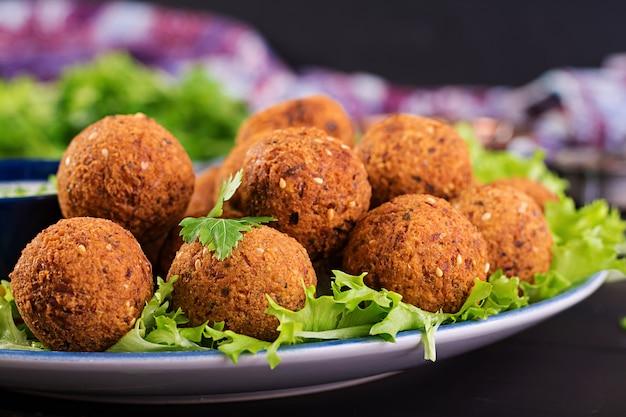 Falafel, hummus en pita. midden-oosterse of arabische gerechten. halal eten.