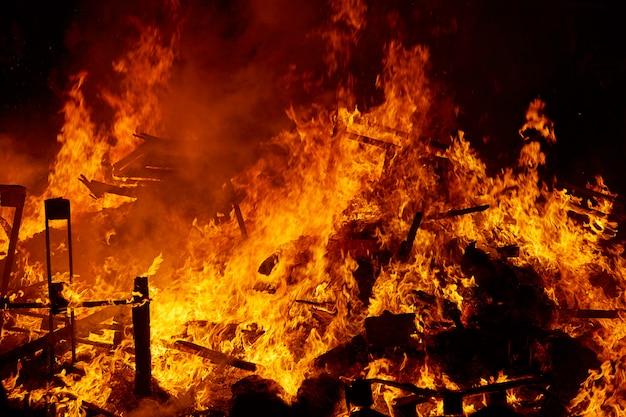 Fallas vuur branden in valencia fest
