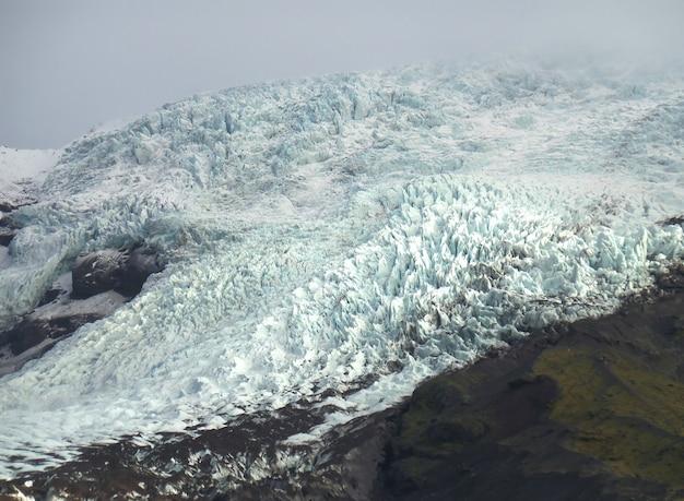 Falljokull-gletsjertong in vatnajökull nationaal park van zuid-ijsland