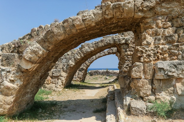 Famagusta, turkse republiek noord-cyprus. ruïnes van de oude stad salamis