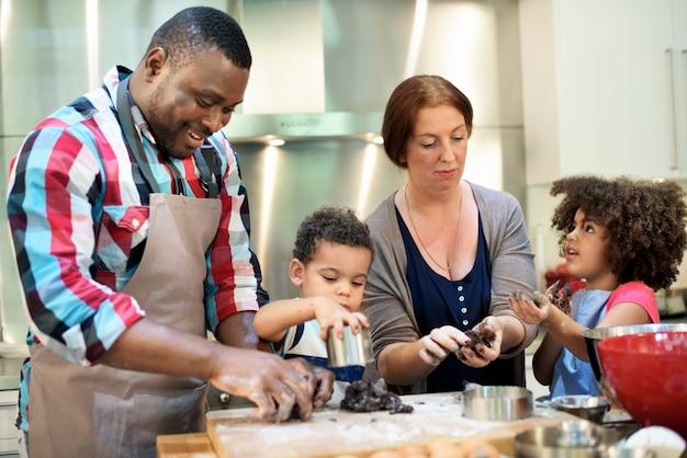 Familie bakkerij zelfgemaakte ontspanning leisure concept