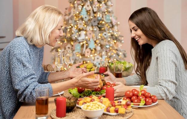 Familie celebratine kerst thuis