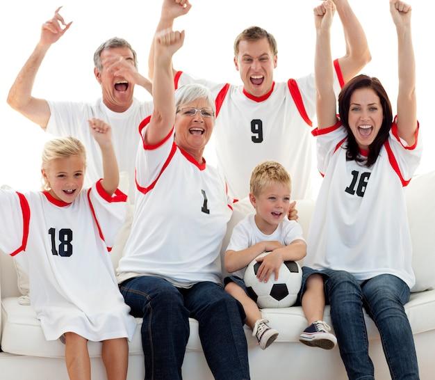 Familie die een doel thuis viert