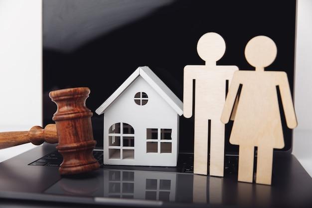Familie en huis hypotheek en onroerend goed investeringsconcept