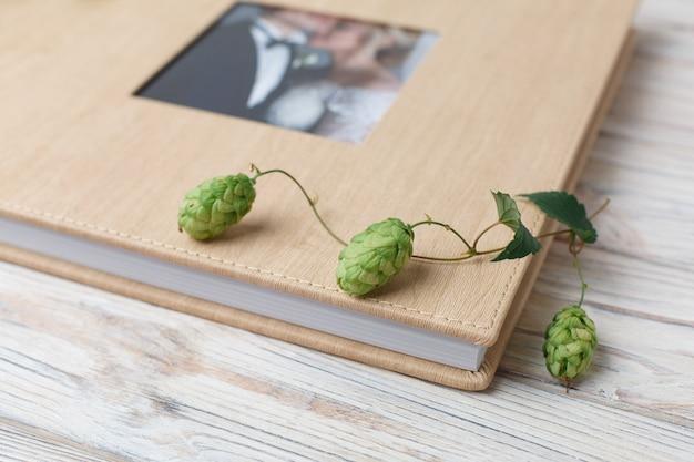 Familie fotoboek met harde kaft. bruiloft fotoalbum