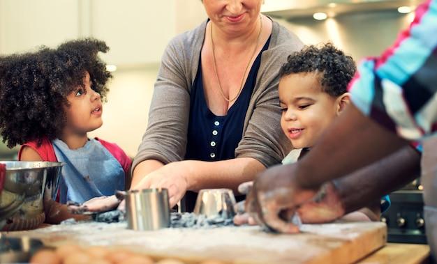 Familie koken keuken voedsel saamhorigheid concept