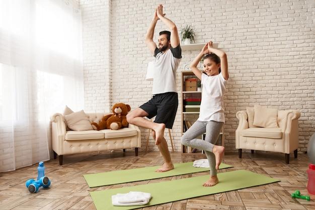 Familie meditatie ochtend concept.