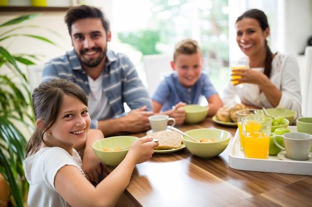 Familie ontbijten