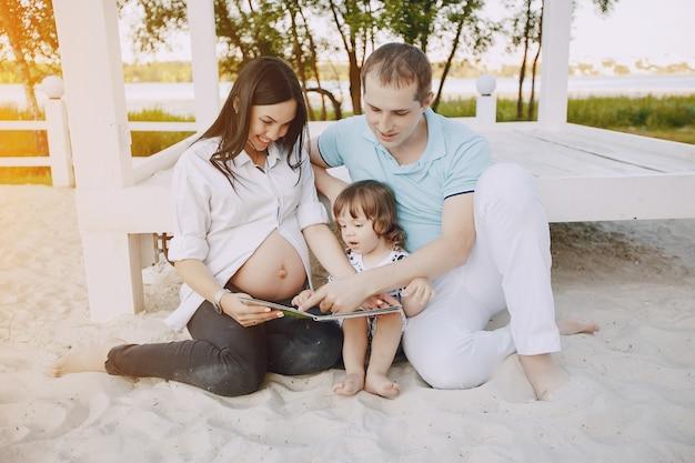 Familie op een strand