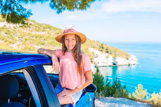 Familie op vakantie, zomervakantie en auto reizen concept