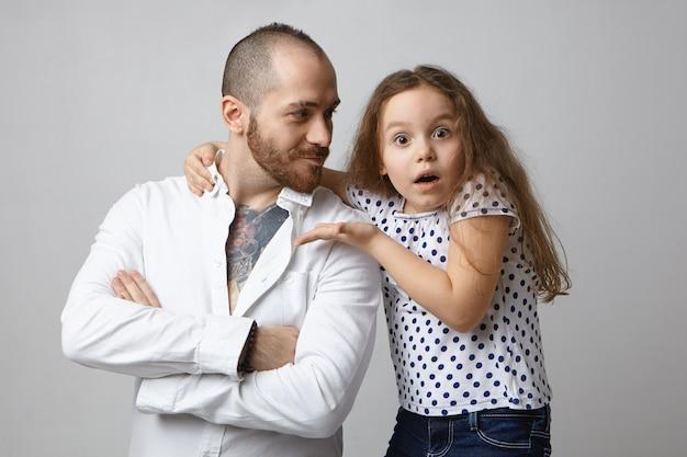 Familie, relaties, vaderschap en kinderen concept.