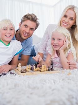 Familie schaken