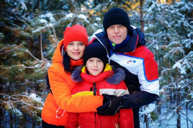 Familie tijd buiten doorbrengen in de winter
