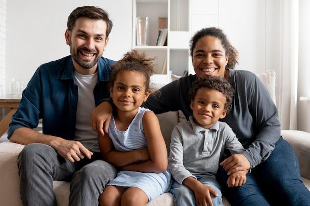 Familie tijd samen thuis doorbrengen