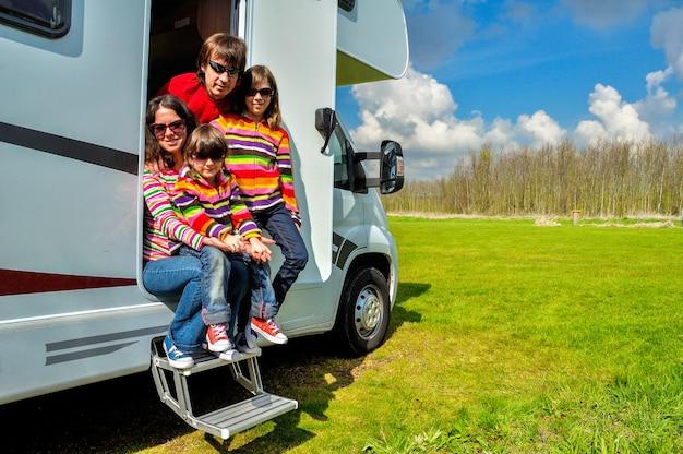 Familie vakantie, rv (camper) reizen met kinderen