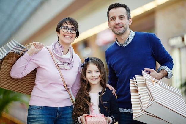 Familie van shoppers
