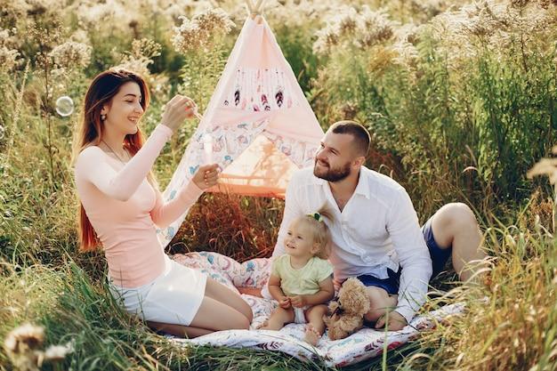Familie veel plezier in een park