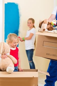 Familie verhuizen en huis renoveren