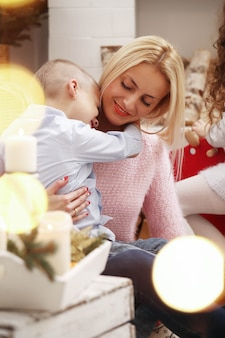 Familie vieren kerst