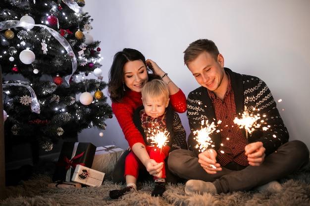 Familie viert nieuwjaar