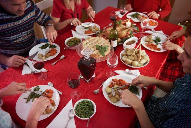 Familiebijeenkomst in kersttijd