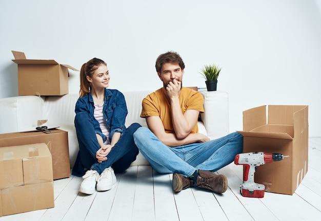Familieboxen met dingen die in beweging zijn in housewarming lifestyle