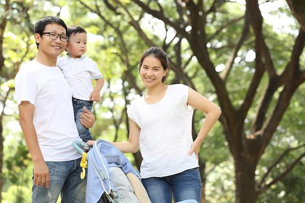 Familieportret in de natuurtuin