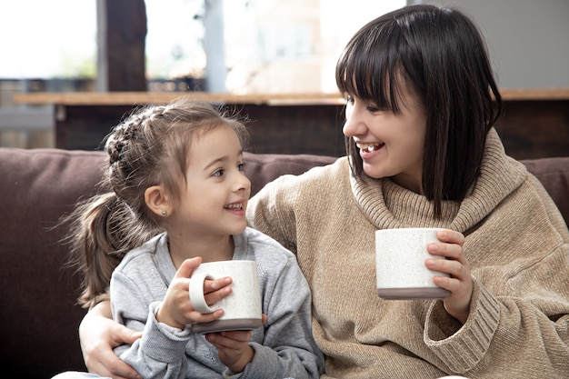 Familiewaarden en quality time. het concept van de vriendschap van kinderen en gelukkige familietijd.
