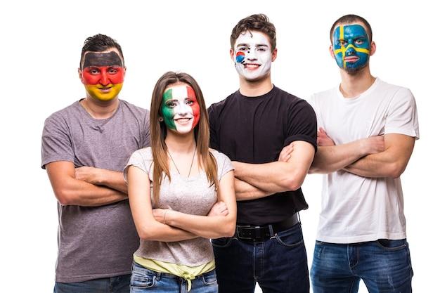 Fans van nationale teams schilderden vlaggezicht van duitsland, mexico, zuid-korea, zweden. fans van emoties.